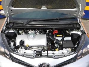 Закажите Toyota Vitz F из Японии под любую пошлину Vtransim.ru