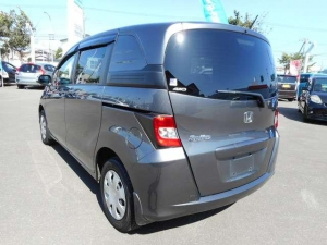 Закажите Honda Freed Spike из Японии под любую пошлину Vtransim.ru