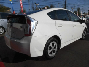 Закажите Toyota Prius S из Японии под любую пошлину Vtransim.ru